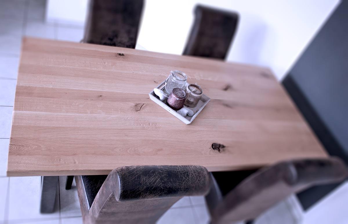 Die Schreinerei und Tischlerei Scholz fertigt Sitzmöbel, Tische, Sideboards, Schränke, Regale, Kommoden und Mediawände. Durch individuellen Innenausbau schaffen wir maximalen Stauraum.