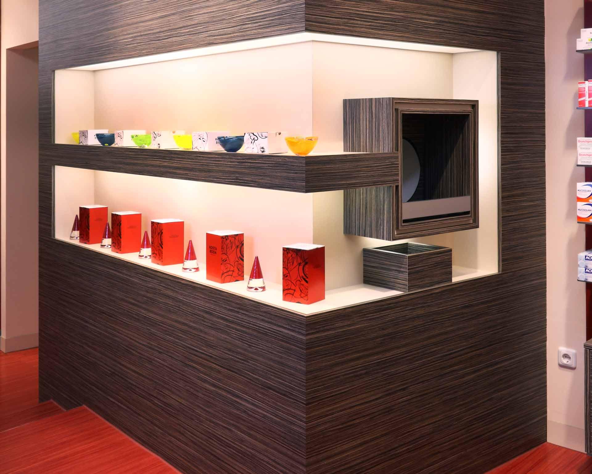Die Möbelwerkstatt Scholz richtet Geschäftsräume für gewerbliche Kunden ein. Dazu zählen Büroeinrichtungen, Geschäftseinrichtungen und Ladeneinrichtungen wie z.B. Arztpraxen, Apotheken oder Kindertagesstätten.
